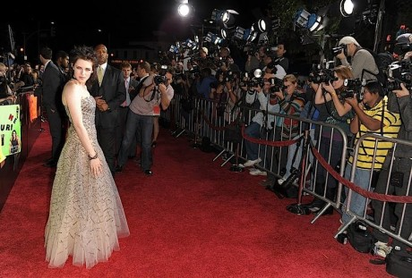 gallery_enlarged-kristen-stewart-4-new-moon-premiere-red-carpet-photos-11162009-04