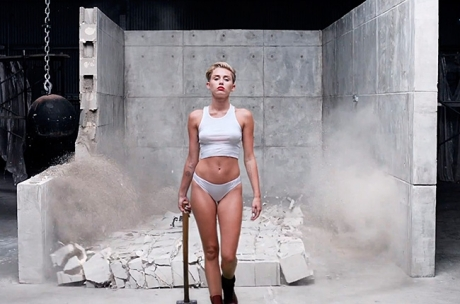 miley-cyrus-wrecking-ball-video-650-430
