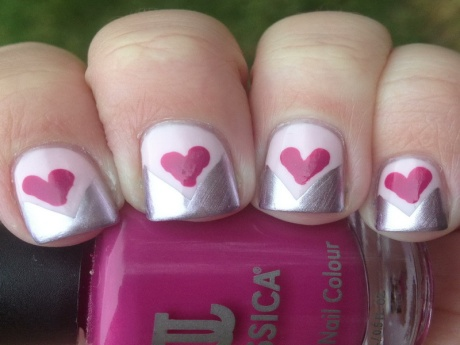 Cute-Ways-to-Paint-Your-Nails-for-Chevron-Valentines-Day