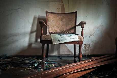 lost-places-building-old-chair